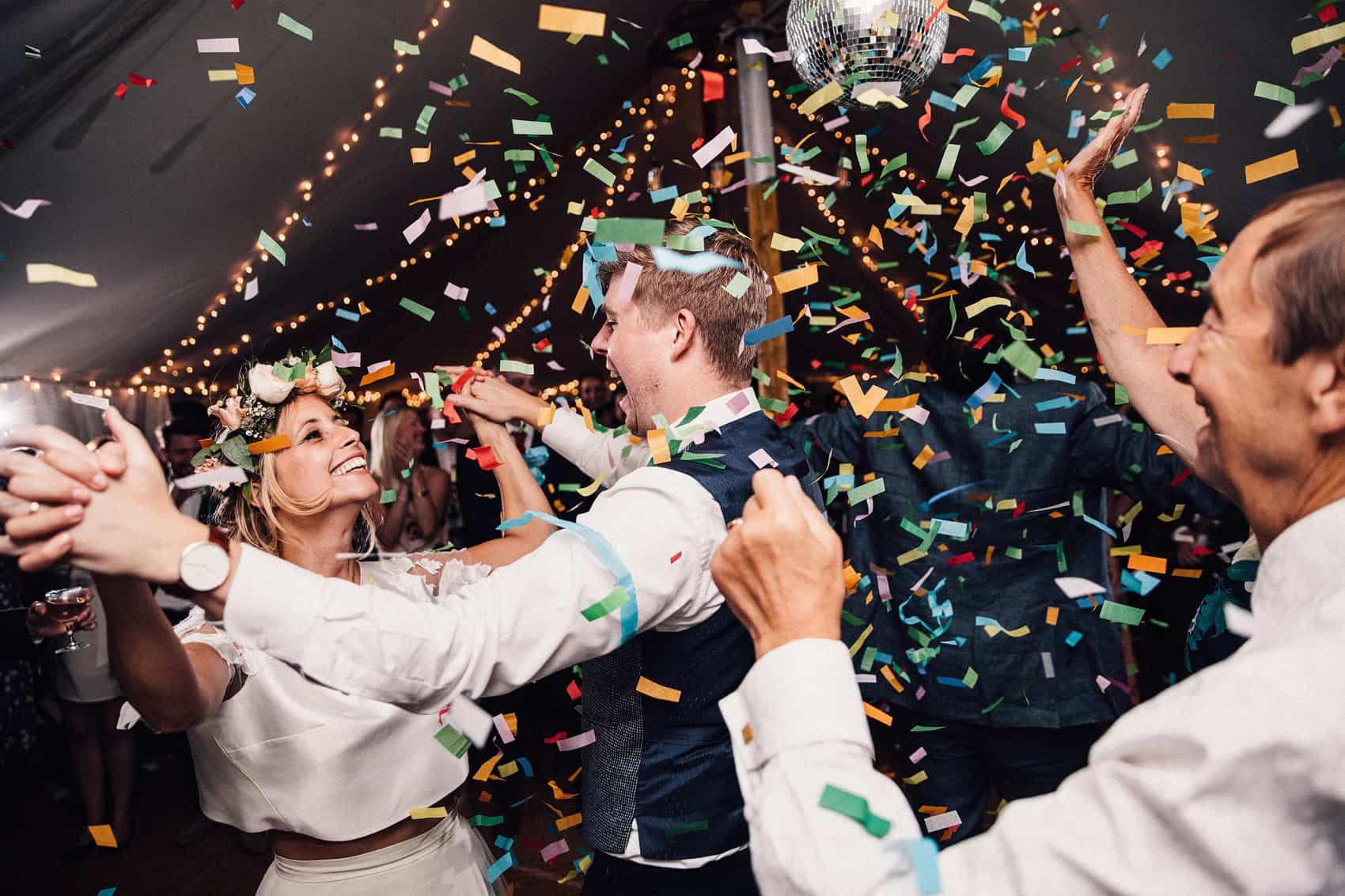 confetti canon wedding picture